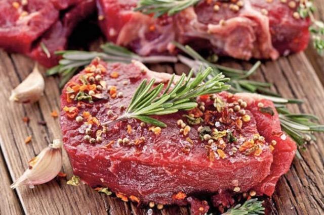Mënyra e shpejtë e marinimit të mishit në shtëpi për një shije perfekte