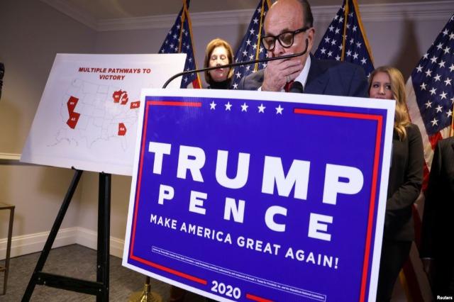 Ekipi ligjor i Presidentit Trump distancohet nga avokatja Powell