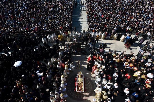 """""""Harrohet"""" pandemia në Malin e Zi teksa përcillet për në banesën e fundit kreu i Kishës Ortodokse Serbe"""