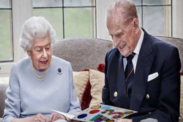 Elizabeth II dhe Philip festojnë 73-vjetorin e… martesës!