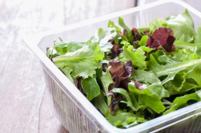 Kështu bëhet sërish e freskët sallata e gjelbër e vyshkur