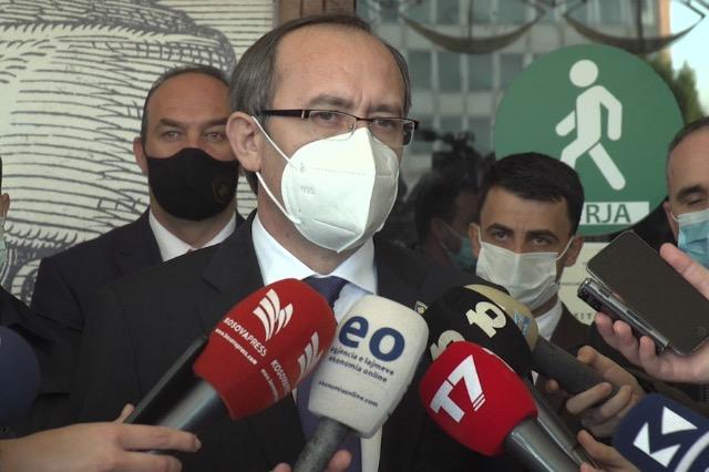 Hoti: Deklaratat e zëvendëskryeministrit Selmanaj janë duke u shtrembëruar
