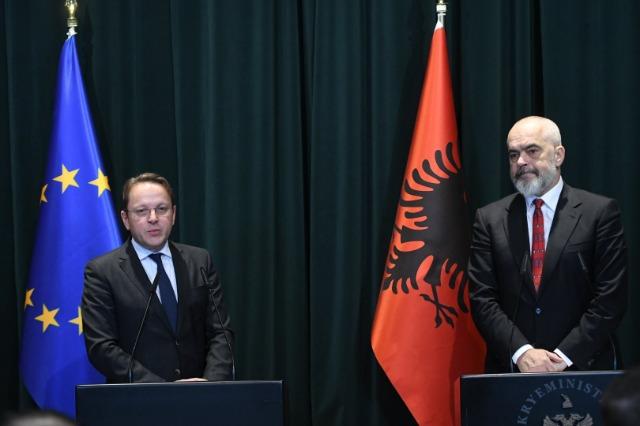 Samiti i Sofjes, komisoneri i BE për Zgjerim, Varhelyi, bisedë me kryeministrin Rama