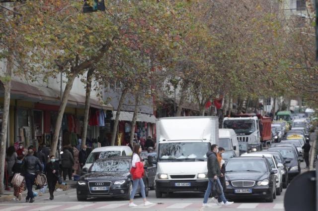 """Të dhënat për vitin 2019/ Mbi 628 mijë makina në Shqipëri, kryeson """"Benzi"""""""
