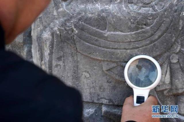 Gjenden gdhendje budiste mbi 900 vjeçare në shkëmbinj
