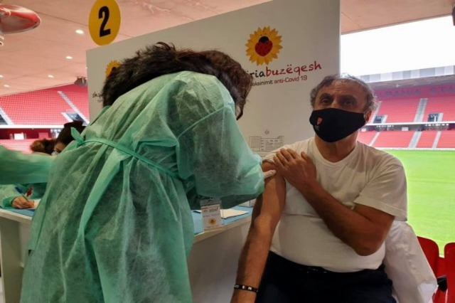 Vaksinimi antiCovid, 549 mjekë dhe infermierë kanë kryer dozën e parë të vaksinës