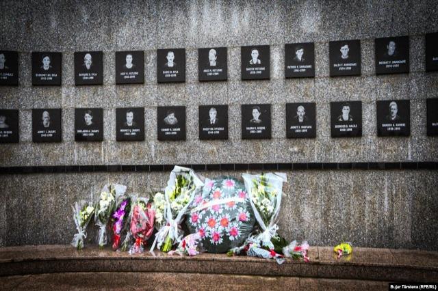 Kosnett kujton viktimat e Masakrës së Reçakut