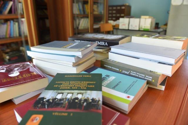 57 tituj nga akademia e Studimeve Albanilogjike
