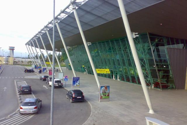 """Aeroporti Ndërkombëtar """"Nënë Tereza"""", 14 fluturime të konfirmuara për të enjten"""