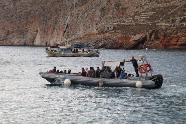 Numri i migrantëve në ishujt grekë ra ndjeshëm në 2020