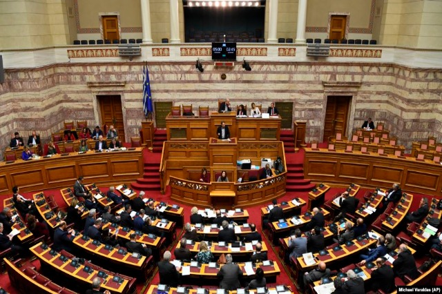 Parlamenti grek nis debatin për kufirin detar