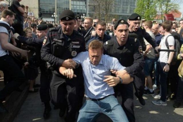 Rusia s'e ndal shtypjen e opozitës, ia arreston 5 ndihmës Navalnyt
