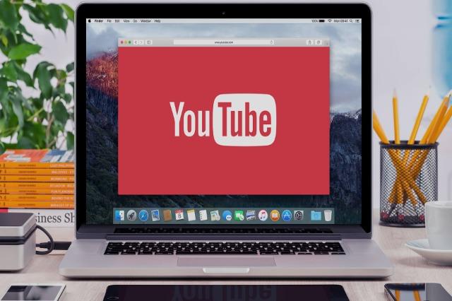 YouTube pezullon llogarinë e presidentit Trump