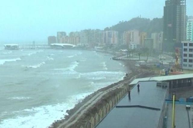 Moti i keq vështirëson situatë në Durrës dhe Vlorë