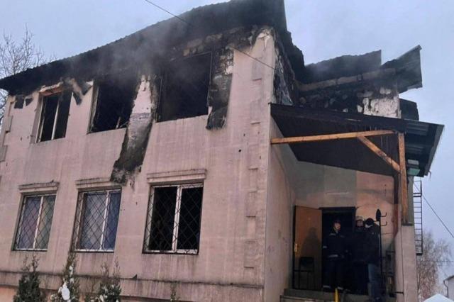 Zjarri përpin ndërtesën 2 katëshe, humbin jetën 15 persona