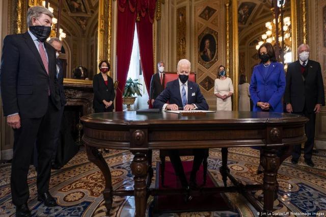 Dita e parë si president, Joe Biden nënshkruan 17 dekrete