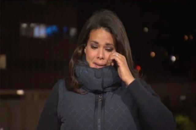 Gazetarja e CNN shpërthen në lot gjatë transmetimit LIVE