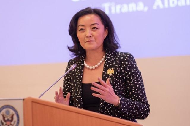 Ambasadorja amerikane: Partitë të mbajnë larg të korruptuarit nga kandidimi për deputetë