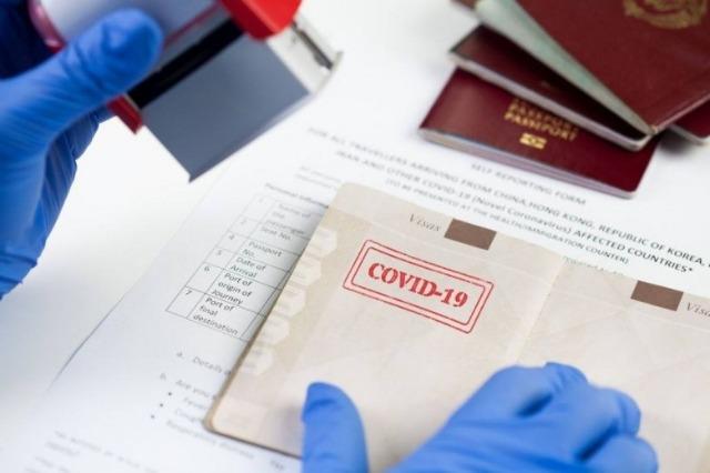 Shpëtimi i turizmit, Greqia pranon turistët me pasaportën e vaksinimit