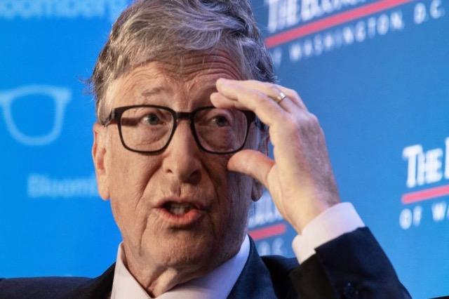 Bill Gates tregon arsyen pse përdor një telefon Android dhe jo Apple