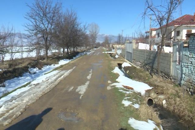 Banorët e fshatit Ravonik, probleme me kanalizimet