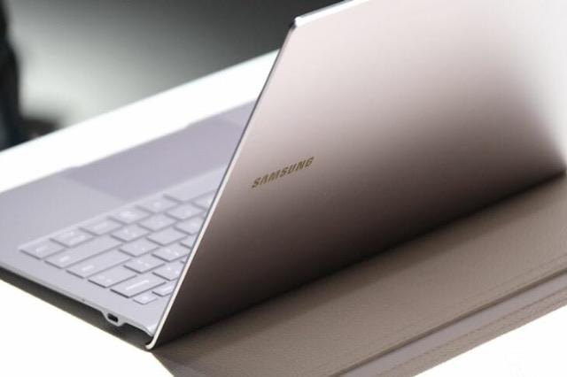 Eksperimenti i radhës i Samsung është një laptop me procesor mobil dhe kartë grafike AMD