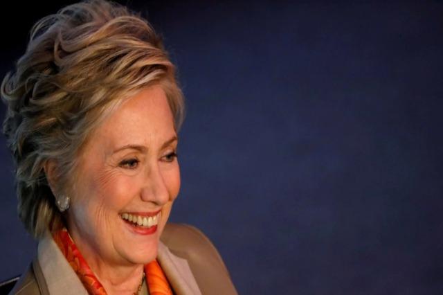 Hillary Clinton shkruan romanin e parë