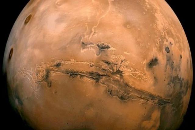 """Shkencëtarët zbulojnë prova të shkrirjes së akullit në """"Planetin e Kuq"""""""