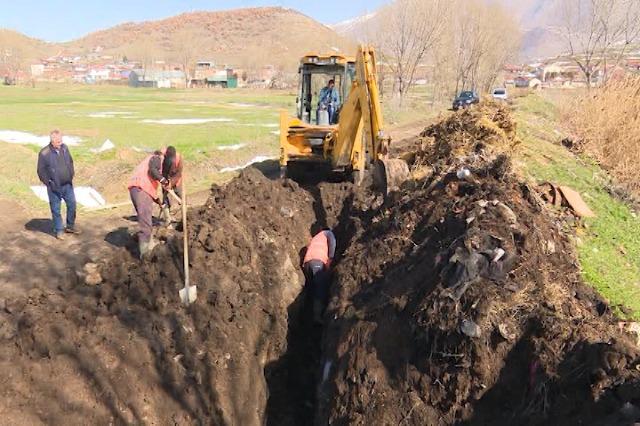Maliq, nis investimi në kanalizimet e 6 fshatrave