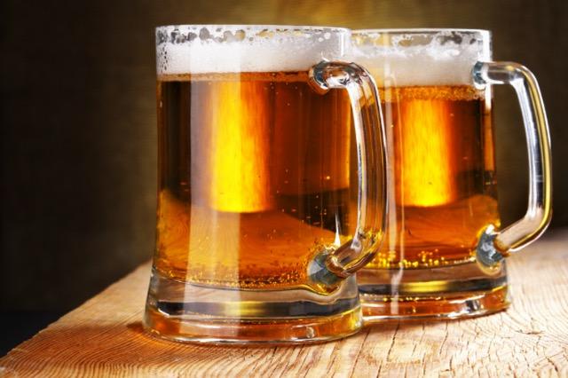 Birra që po shkurton 8.000 vende pune për të kursyer 2 miliardë euro: Cili është plani i prodhuesit të dytë më të madh në botë?