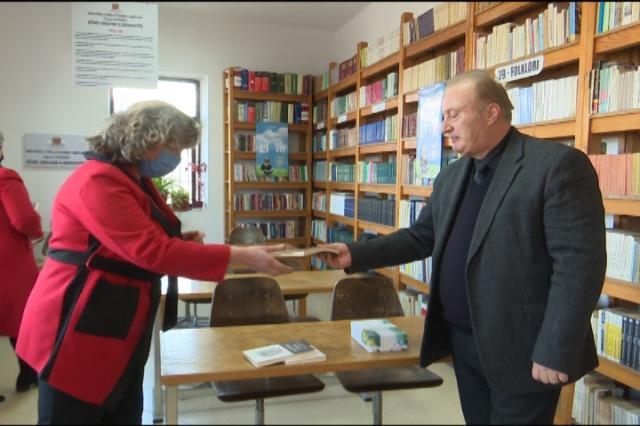 """""""Pengje të Gurëve"""", libri më i ri i shkrimtarit Odise Kote"""