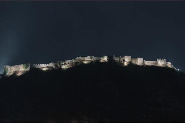 Përfundon projekti i ndriçimit artistik të Kalasë së Shkodrës, atraksion turistik edhe gjatë mbrëmjes