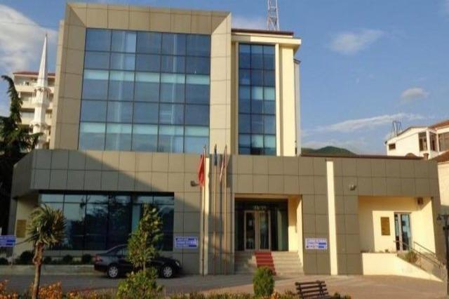 Koronavirusi 'mbyll' Gjykatën e Pogradecit, rezultojnë pozitivë 8 punonjës