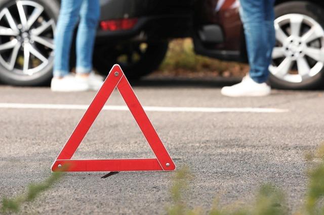 Tiranë/ Makina përplas motorin që shpërndante pica, një i plagosur