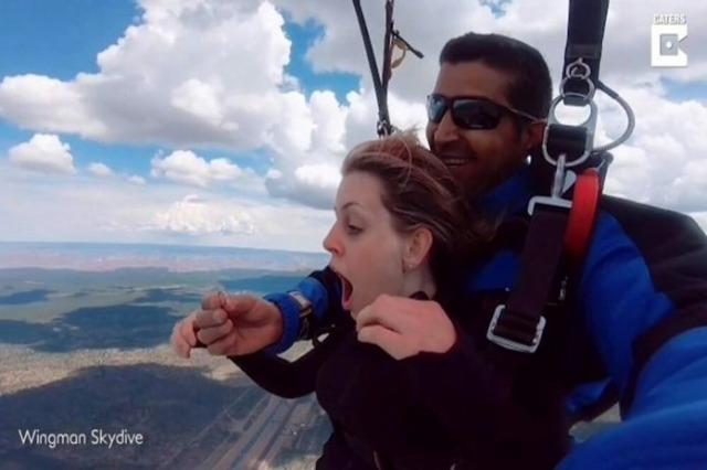 Propozimet për martesë mund të vijnë edhe nga 13 000 metra lart!