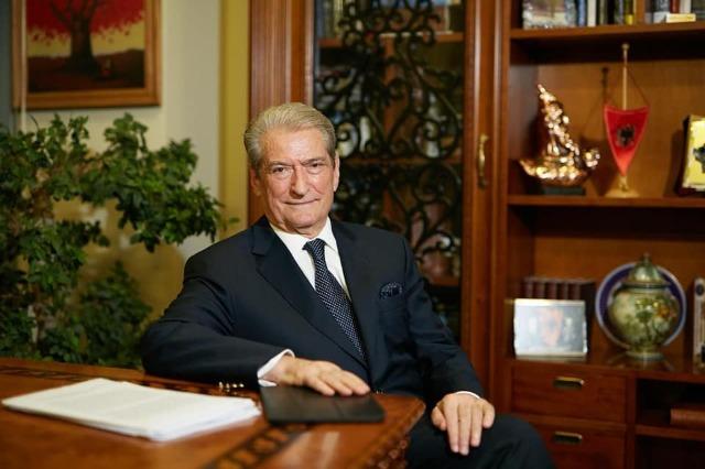 Sonte, në emisionin 'Dekalog' në RTSH 24, i ftuar ish- kryeministri Berisha, për të diskutuar për zgjedhjet e 25 prillit