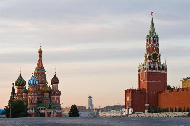 Moska publikon emrat e 8 zyrtarëve që u ndalohet të hyjnë në Rusi