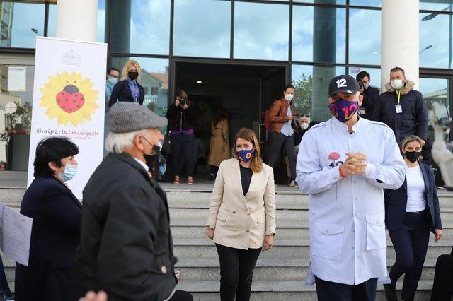 Ministrja Manastirliu: 300 mijë shqiptarë të vaksinuar deri tani