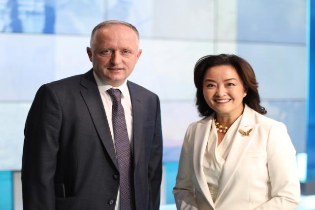 """Sonte në emisionin """"Përballë"""" në RTSH1-HD, intervistë e ambasadores amerikane, Yuri Kim"""