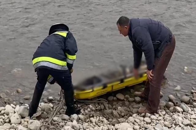 Identifikohet i riu që u gjet i vdekur buzë Shkumbinit , trupi u pikas nga banorët