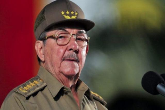 Kubë, Kastro largohet nga kreu i partisë