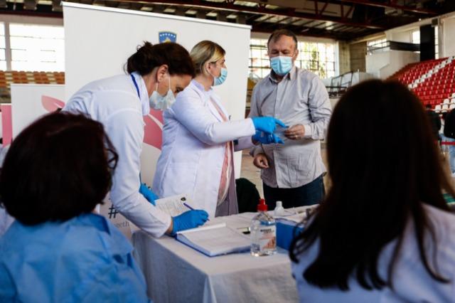 Kosovë, sot nis vaksinimi i qytetarëve të moshës mbi 85 vjeç