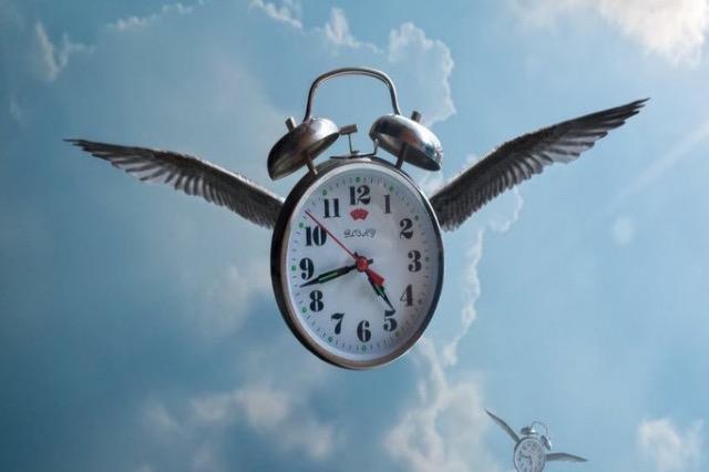 """Shkencëtarët zbulojnë përgjigjen: Ja se """"fluturon"""" koha në disa ditë, por zvarritet në të tjera"""