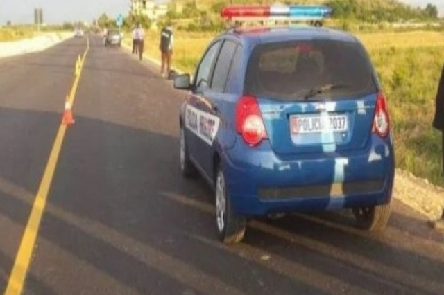 Automjeti del nga rruga në Divjakë, ndërron jetë pasagjerja 19-vjeçare