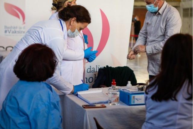Kosovë, nis sot vaksinimi i të moshuarve në shtëpitë e kujdesit