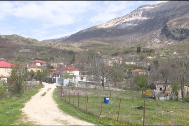 Fshati Stegopul në një ditë pranvere