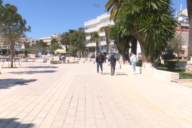 Banorët e Sarandës, vlerësojnë pozitivisht vendosjen e pemëve në shëtitore