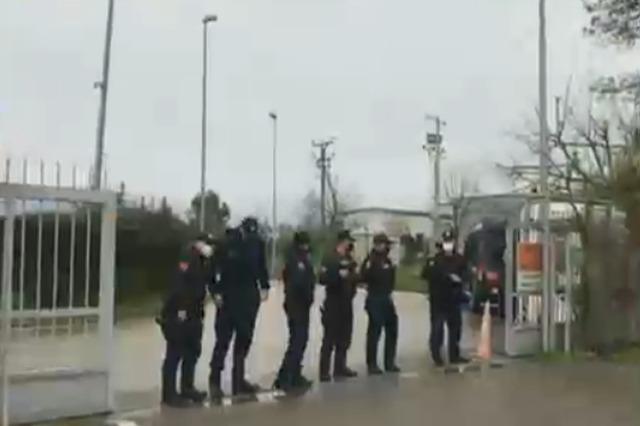 Ushtria dhe Forcat e Ndërhyrjes së Shpejtë zbarkojnë në Aeroportin e Rinasit