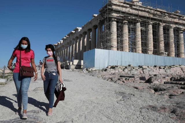 Greqia planifikon heqjen e karantinës njëjavore për turistët nga BE