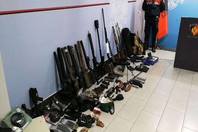 """Policia gjen arsenal armësh të ish artistikja """"Migjeni"""""""